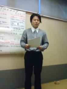 発表する塩江さん