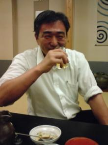ビールを飲む伊丹さん