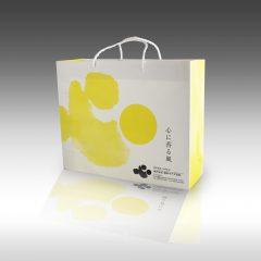 【パッケージが変わると、社員さんが自信を持ってお客さんにお渡しできるようになる。桶幸ウチダ造花さんのオリジナル紙袋パッケージ】