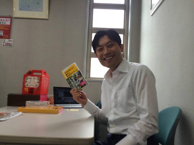 ☆滑川里香さんが、いろどり横石知二さんの本「学者は語れない儲かる里山資本テクニック」を持ってきてくれました! (3)